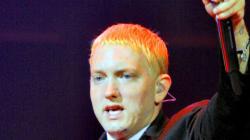 Eminem a un nouveau look, bonjour la barbe et fini le blond