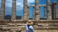 Η Ελλάδα ετοιμάζεται να υποδεχθεί αριθμό ρεκόρ επισκεπτών, γράφει η βρετανική
