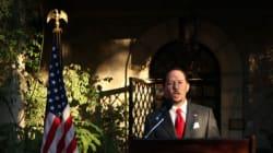 L'ambassadeur des États-Unis en Tunisie récite un poème d'Anis Chouchene lors de la fête de l'indépendance