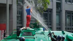 Πεδίο μάχης κατά του καπιταλισμού το Αμβούργο. Απίστευτες εικόνες στους δρόμους και σκληρή