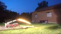 장난감 소방차가 '물' 대신 '불'을 뿜게