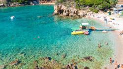 Το μπάνιο στη θάλασσα δεν είναι φιλανθρωπία: Πώς η Κέρκυρα έγινε υπόδειγμα για την πρόσβαση ατόμων με κινητικά προβλήματα στι...