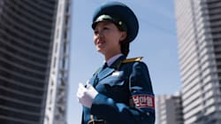 Έως 26 ετών, καλλονές και ένστολες. Οι γυναίκες τροχονόμοι στην Πιονγιάνγκ είναι δικαίως το σύμβολο της