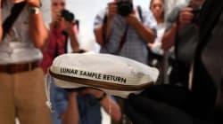 Ο σάκος που ο Άρμστρονγκ γέμισε με σκόνη από τη Σελήνη αναμένεται να πωληθεί έναντι... αστρονομικού