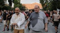Έριξαν καφέδες και νερά στον Νίκο Ξυδάκη και τον Νίκο Φίλη σε συγκέντρωση αλληλεγγύης για την Ηριάννα