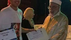 Invité par Ennahdha, ce bachelier s'y est rendu habillé en T-shirt Chokri Belaïd: Il explique
