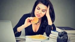 Αν το άγχος στη δουλειά σας ωθεί να τρώτε junk food, οι επιστήμονες βρήκαν τη λύση στο πρόβλημά