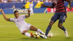 Deux joueurs salvadoriens suspendus pour avoir mordu des