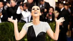 Στα 49 της, η Celine Dion αποφάσισε πως η ζωή είναι πολύ μικρή για να είναι θλιβερή (και χωρίς