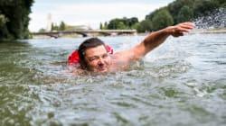 Βίντεο: Αυτός είναι ο άνδρας που πάει στη δουλειά κάθε μέρα κολυμπώντας 2 χλμ στο