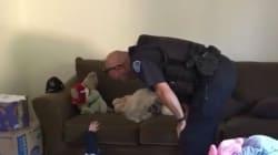 경찰관이 4살 아이의 집에 출동한