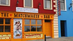 Μία μικρή πόλη στην Ιρλανδία με πληθυσμό 829 κατοίκους μπορεί να δώσει λύση στην ερωτική σας