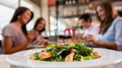 Η μεσογειακή διατροφή ωφελεί την υγεία αλλά μόνο των πλουσίων και των μορφωμένων, υποστηρίζει νέα