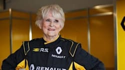 Elle prend le volant d'une Formule 1 de 800 chevaux à 79 ans !
