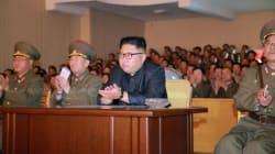 Η Βόρεια Κορέα αναβάλλει το σχέδιο εκτόξευσης πυραύλων κοντά στο Γκουάμ. Οι ΗΠΑ δηλώνουν ότι ο διάλογος εξαρτάται από τον ηγέ...