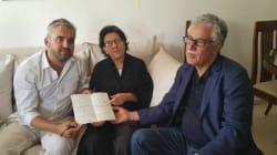 Le député de la France Insoumise Alexis Corbière rend visite à Radhia