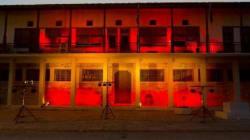 Στα χρώματα της ισπανικής σημαίας το Δημαρχείο Βόλου σε ένδειξη συμπαράστασης προς τους