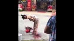 Une femme accouche debout en pleine rue. Ce qu'elle fait ensuite est stupéfiant!