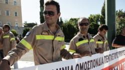 Συγκέντρωση των συμβασιούχων πυροσβεστών στο