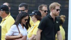 Η Meghan Markle και ο πρίγκιπας Harry έκαναν την πρώτη τους δημόσια εμφάνιση πιασμένοι χέρι-