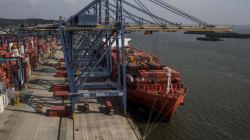 Φορτηγό πλοίο επικάθησε στον πυθμένα της θάλασσας στον όρμο Ασπροπύργου μετά από εισροή