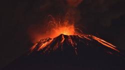 멕시코시티 인근의 화산이 분화를