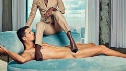 Des hommes nus comme faire-valoir de femmes puissantes, la publicité qui fait