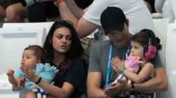 Ο λόγος που η Mila Kunis και ο Ashton Kutcher δεν θα πάρουν δώρα στα παιδιά τους τα