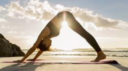Journée mondiale du sourire: 5 postures de yoga faciles pour être de bonne