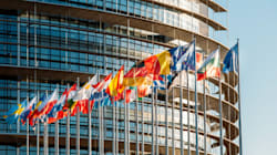 H EE δεν θα χρηματοδοτήσει το 2018 ακροδεξιά κόμματα και think tanks, μεταξύ των οποίων και η Χρυσή