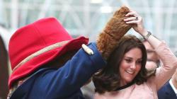 케이트 미들턴이 곰돌이와 함께 춤을