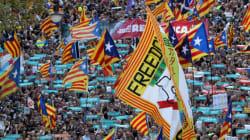 Κλιμάκωση της καταλανικής κρίσης: Εκατοντάδες χιλιάδες διαδήλωσαν στη Βαρκελώνη υπέρ της