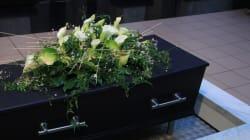 Κηδείες με δανεικά φέρετρα στην Κύπρο. Αθέμιτο ανταγωνισμό βλέπουν τα γραφεία