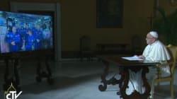 O Πάπας συζητά με το πλήρωμα του Διεθνούς Διαστημικού Σταθμού. Και θέτει τα μεγαλύτερα υπαρξιακά
