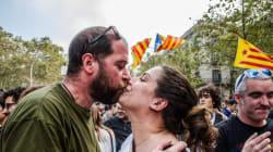 Χιλιάδες Καταλανοί στους δρόμους πανηγυρίζουν και ζητωκραυγάζουν. Πουτζντεμόν: Ώρα να παραμείνουμε