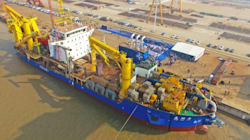 Το κινεζικό πλοίο που δημιουργεί