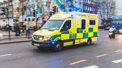 «Μπορεί να σώζετε ζωές, αλλά...». To σημείωμα σε ασθενοφόρο εν υπηρεσία εξοργίζει και τους πιο