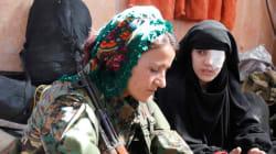 Οι εγκλωβισμένοι στη Ράκκα αφηγούνται έναν διπλό εφιάλτη: Τη ζωή υπό τον ISIS και τους βομβαρδισμούς για την