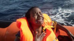 Γυναίκα γέννησε πάνω σε φουσκωτό σκάφος στη μέση της