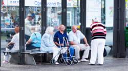 Demenzkranker ruhte sich an Bushaltestelle aus - dafür will die Stadt jetzt Geld von