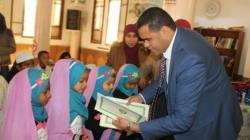 Ces photos de fillettes voilées en compagnie du gouverneur de Kébili provoquent un tollé, une association des droits de l'Enf...