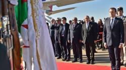 A une théâtralisation de la repentance, Emmanuel Macron préfèrera l'acte de