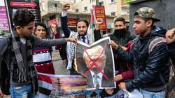 Ambassade américaine à Jérusalem: des drapeaux américains et des portraits de Trump brûlés à