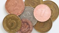 유산으로 받은 한 트럭 분량의 동전을 세어