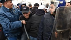 Dix policiers blessés dans des affrontements à Ain