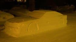 À Montréal, cette voiture sculptée dans la neige a reçu un