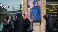 Avec #Where_is_she, les Iraniens demandent la libération d'une jeune femme ayant ôté son