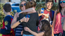 Fusillade en Floride: les images de l'évacuation du