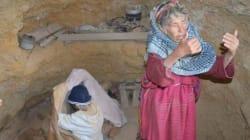 À Médenine, un homme âgé vivant depuis 15 ans dans une grotte découvert par hasard
