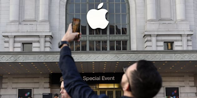 An attendee takes a photograph with a mobile device outside of the Bill Graham Civic Auditorium before the start an Apple Inc. event in San Francisco, California, U.S., on Wednesday, Sept. 7, 2016. Apple Inc. Gadget enthusiasts will be watching with great interest as Apple Inc. is expected to unveil both a new watch and iPhone 7, as well as improvements to the iOS 10 operating system. Photographer: Michael Short/Bloomberg via Getty Images